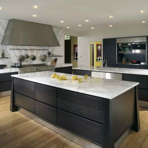 Merveilleux Black Kitchen Island With White Marble Top