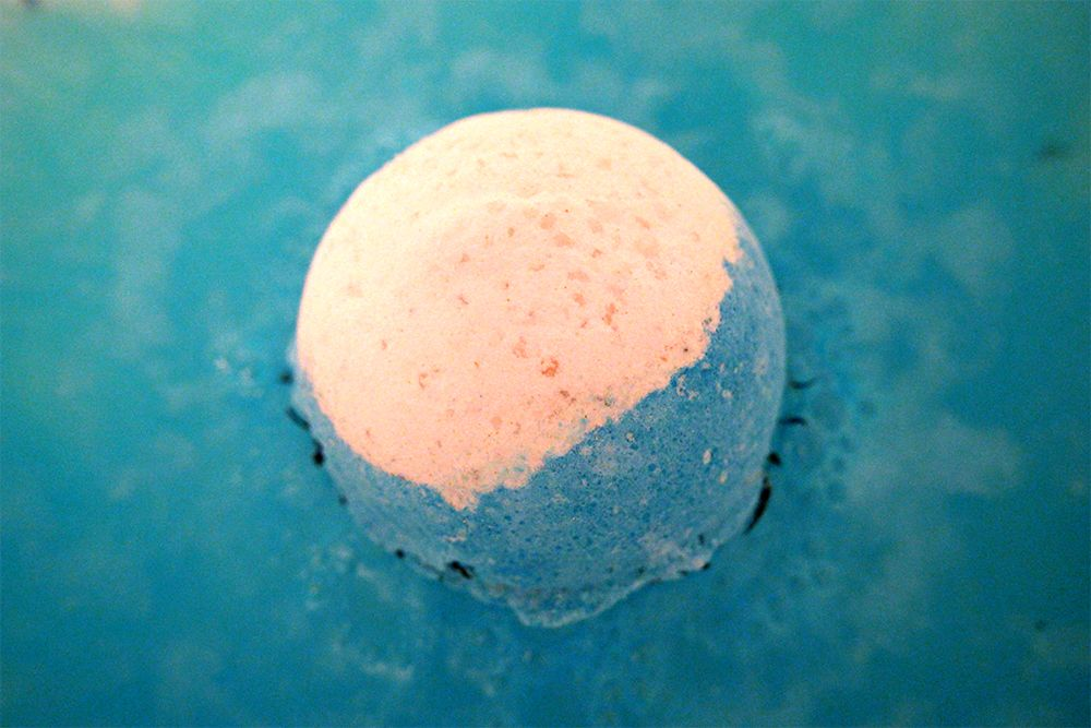 Big Blue Bath Bomb from Lush  http://passionsandaddictions.blogspot.com