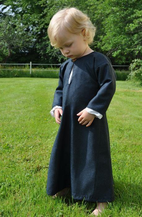 Fiskbensm�nstrad vikingakl�nning | Medeltidskläder, Babykläder, Kläder