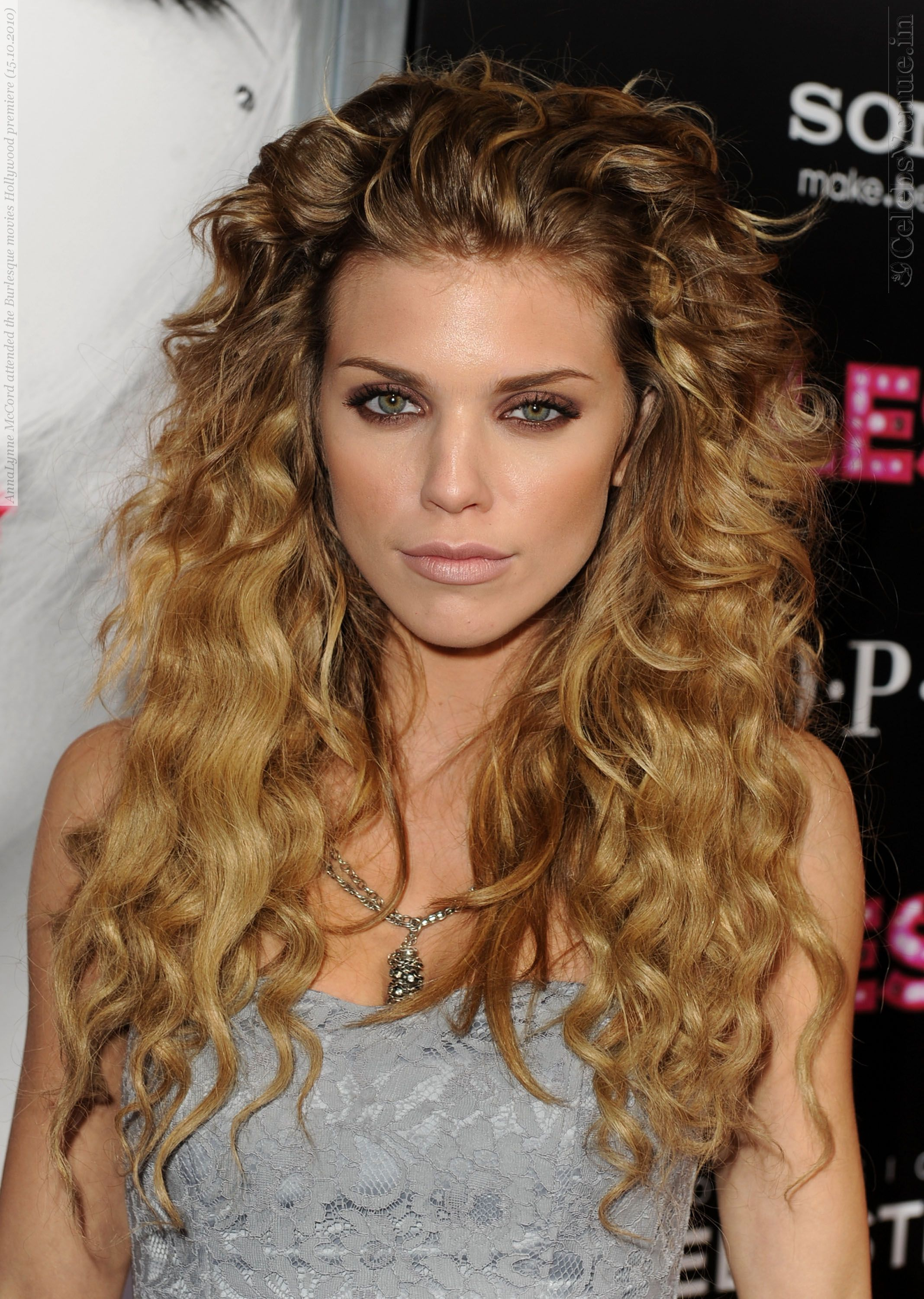 9 Best Haircuts for Curly Hair