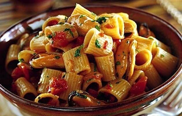 Mezze maniche con le cozze un primo piatto di pasta al for Primi piatti di pasta