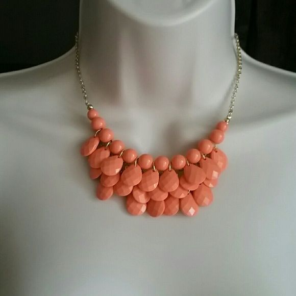 """Shop Women's No Brand Orange Gold size 17 1/2"""" Necklaces at a discounted price at Poshmark. Description: Material: resin and alloy  Chain: approx 17 1/2"""" long (it can also be worn shorter, it has an adjustable link)  Color: Coral and gold (the pictures show more like an orange, but in reality the necklace is a softer shade of coral, it is not orange. Hard to show in pictures, the closest would be the 4th picture) Gorgeous color   Pendant: approx 2""""  Brand New with..."""