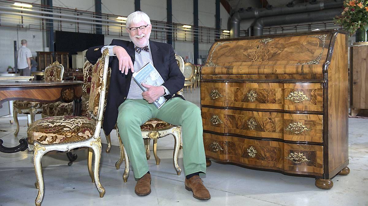 Kongelige møbler til salg på auktion
