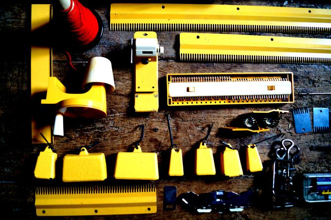 VINTAGE SINGER KNITTING MACHINE 1970'S | Machine knitting ...