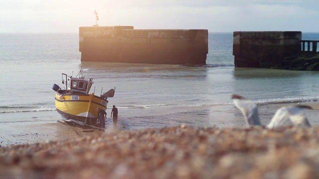 O Projeto Maré nasceu do Sea Chair Project, do Studio Swine, que estudou durante dois anos o potencial de uso de plásticos retirados do mar, considerado hoje o maior problema ambiental. Inicialmente fizeram o banco Sea Chair com esses materiais, que ganhou diversos prêmios entre 2012 e 2013 e, por ser livre de direitos autorais, pode e está sendo replicado por pessoas do mundo todo.