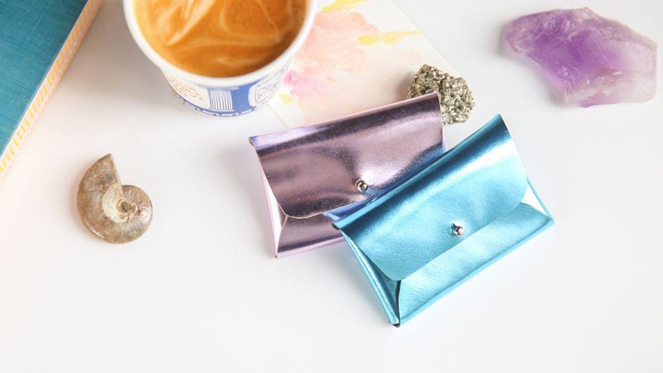 Mini Pouchette für die kleinen Karten, die Frau so braucht -- This DIY Mini Pouchette Is the Chicest Way to Store Your BusinessCards
