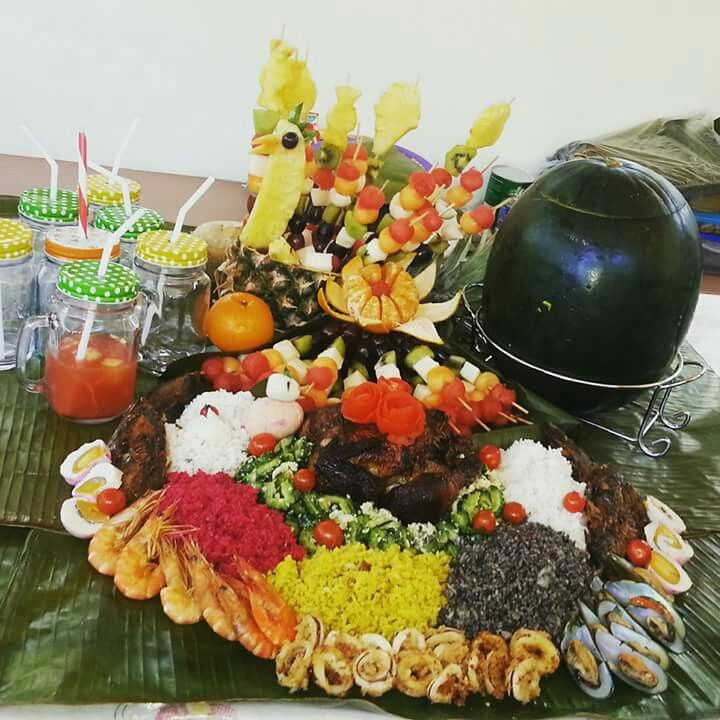 The Best Boodle Fight Food Presentation From The Grade
