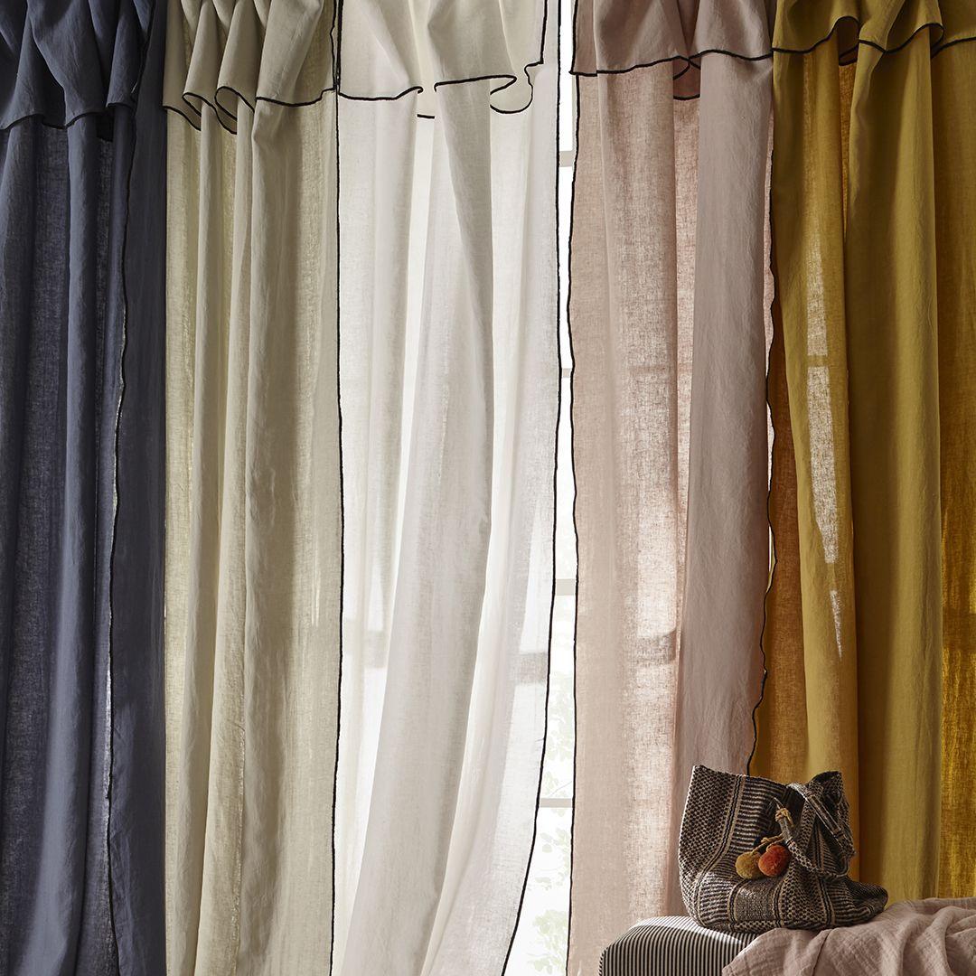 les rideaux en lin lav sont un incontournable pour. Black Bedroom Furniture Sets. Home Design Ideas