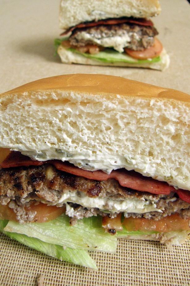 10 mejores recetas de hamburguesas para el verano: Hamburguesa con queso crema y jalapeños