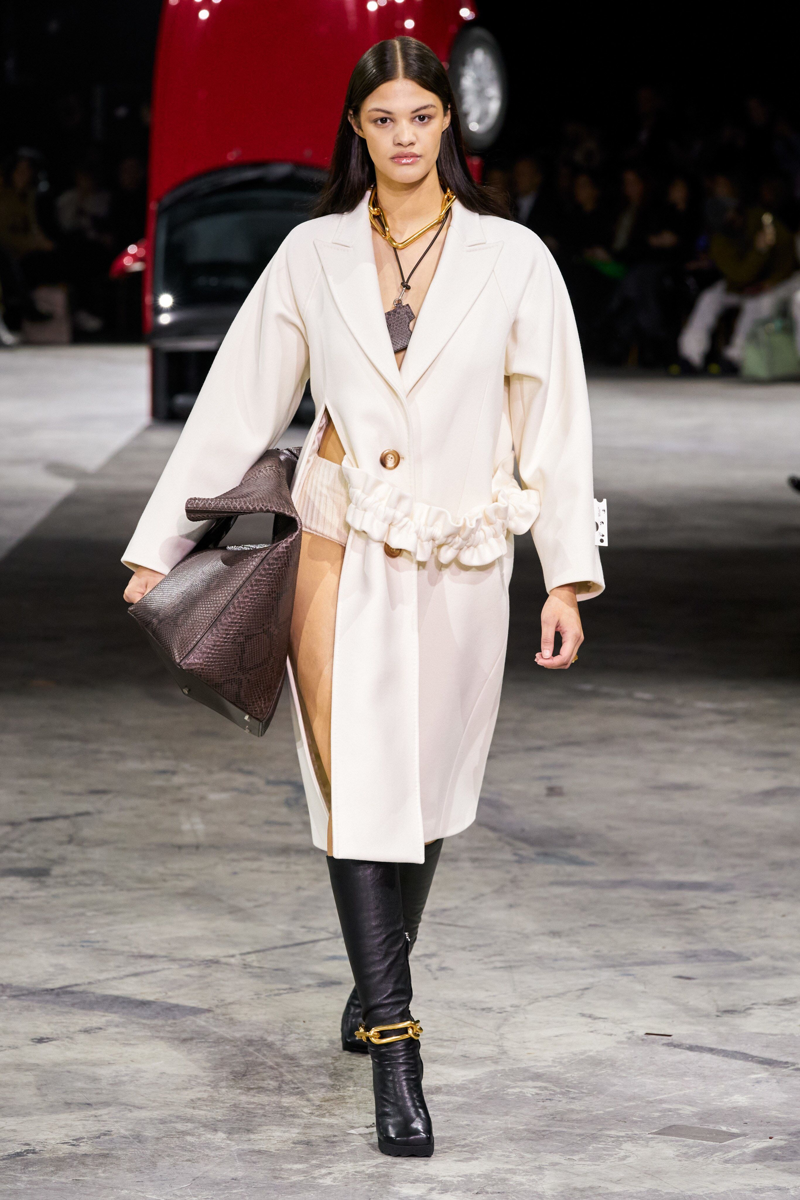 Off White Fall 2020 Ready To Wear Fashion Show Collection See The Complete Off White Fall 2020 Ready To In 2020 Off White Fashion Runway Fashion Couture Ready To Wear
