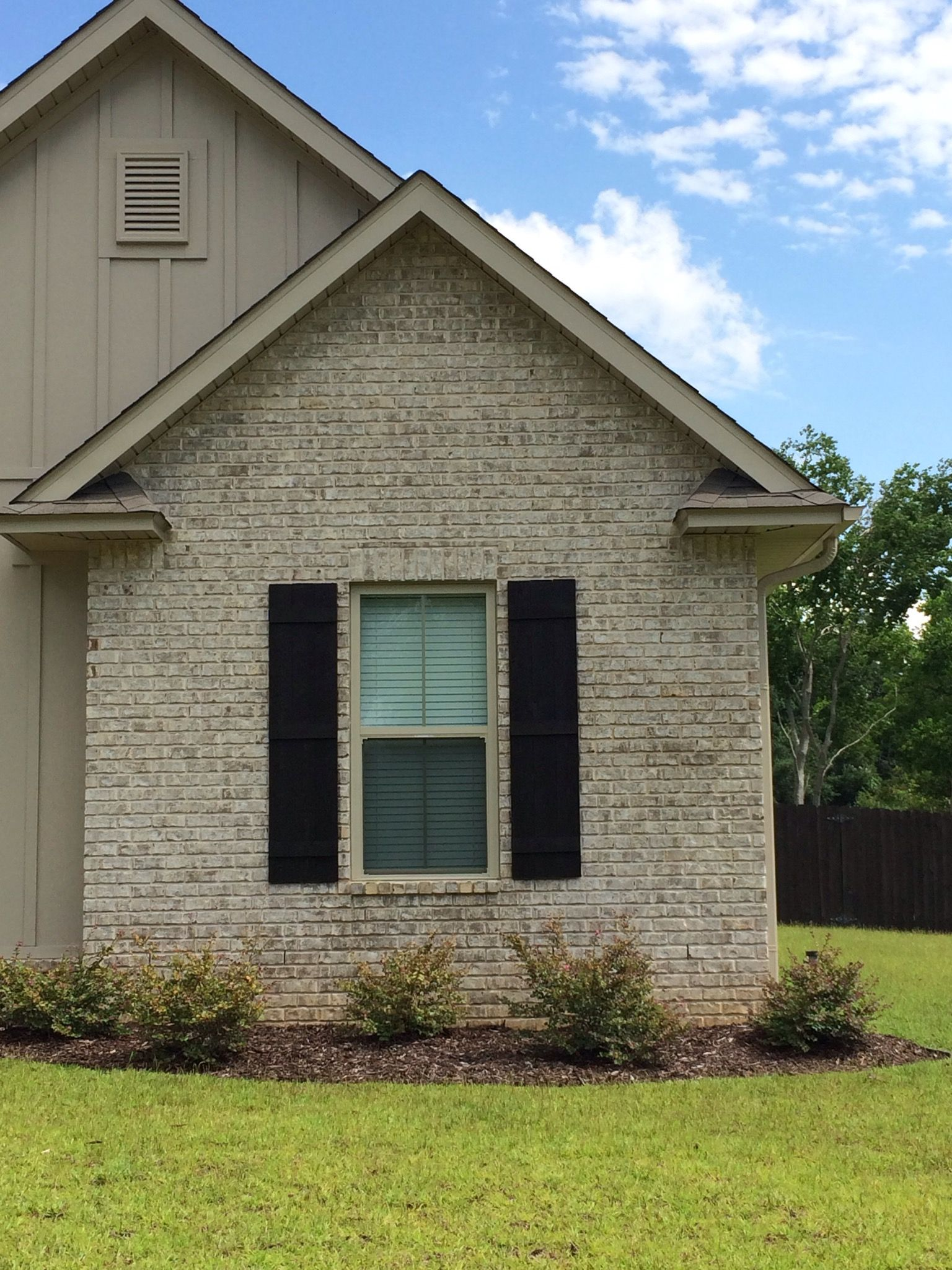 Magnolia bay with ivory mortar brick and stone for Brick selection for houses