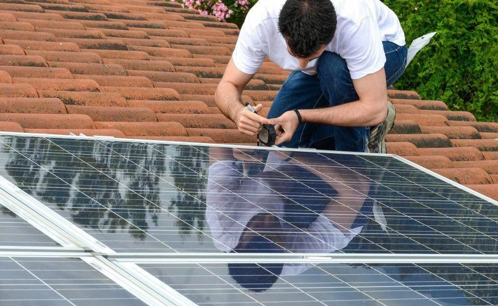 Questions To Ask During A Solar Panel Installation Solarpanels Solarenergy Solarpower Solargenerator So In 2020 Solar Panels Solar Energy Panels Solar Panels For Home