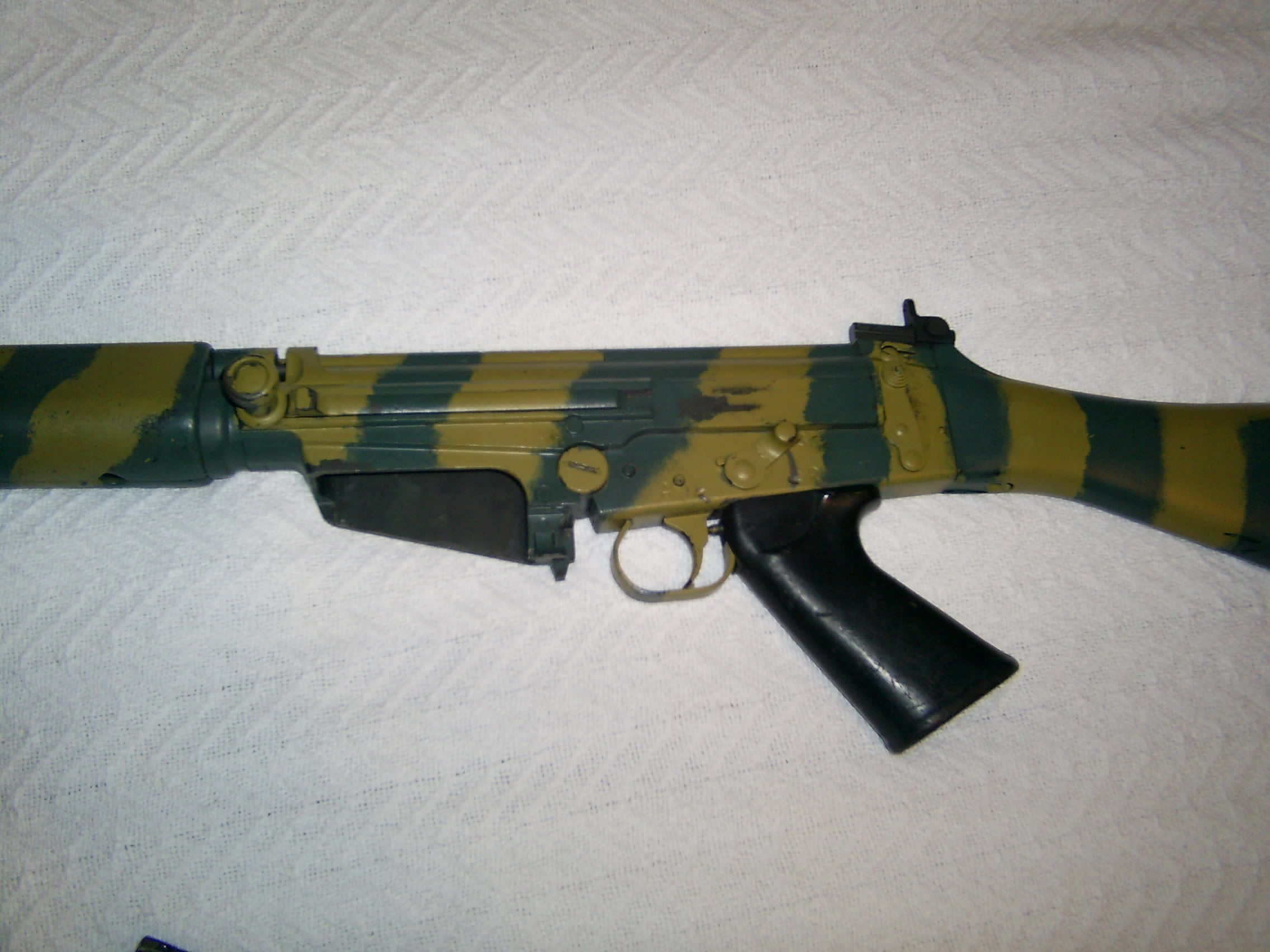 Rhodesian Army Weapons - How the rhodesian army painted their fn fals usually done with a brush
