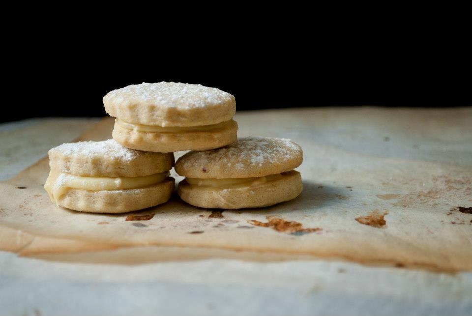 Little Paper Swans: Posh custard creams recipe!