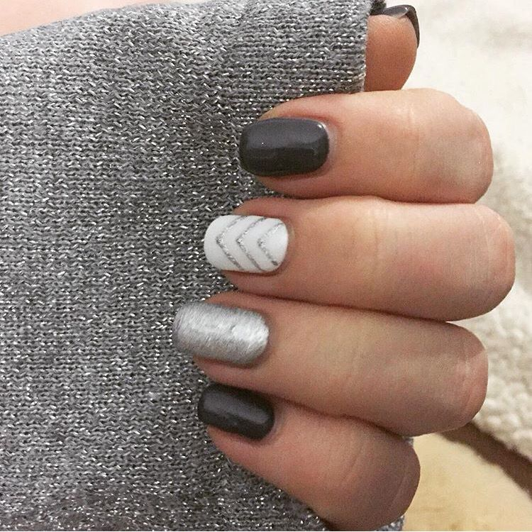 Silver arrow nail art Silver arrow nail