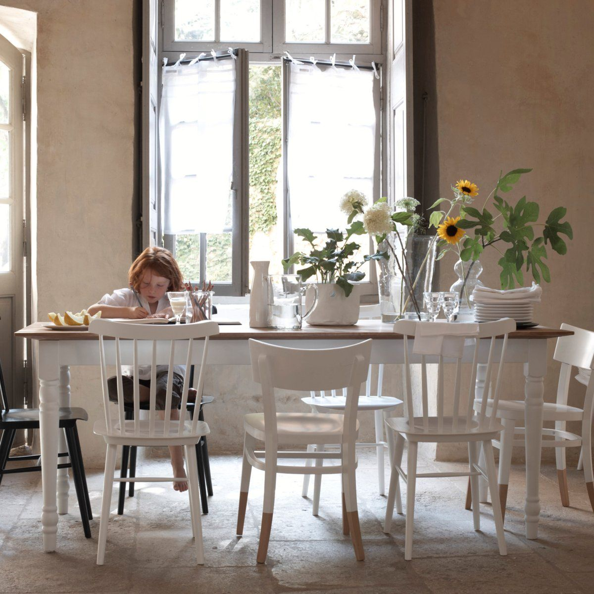 Chaises blanches d pareill es tables chaises - 6 chaises blanches ...
