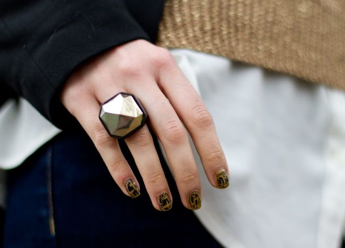I like her nails and the big gold ring