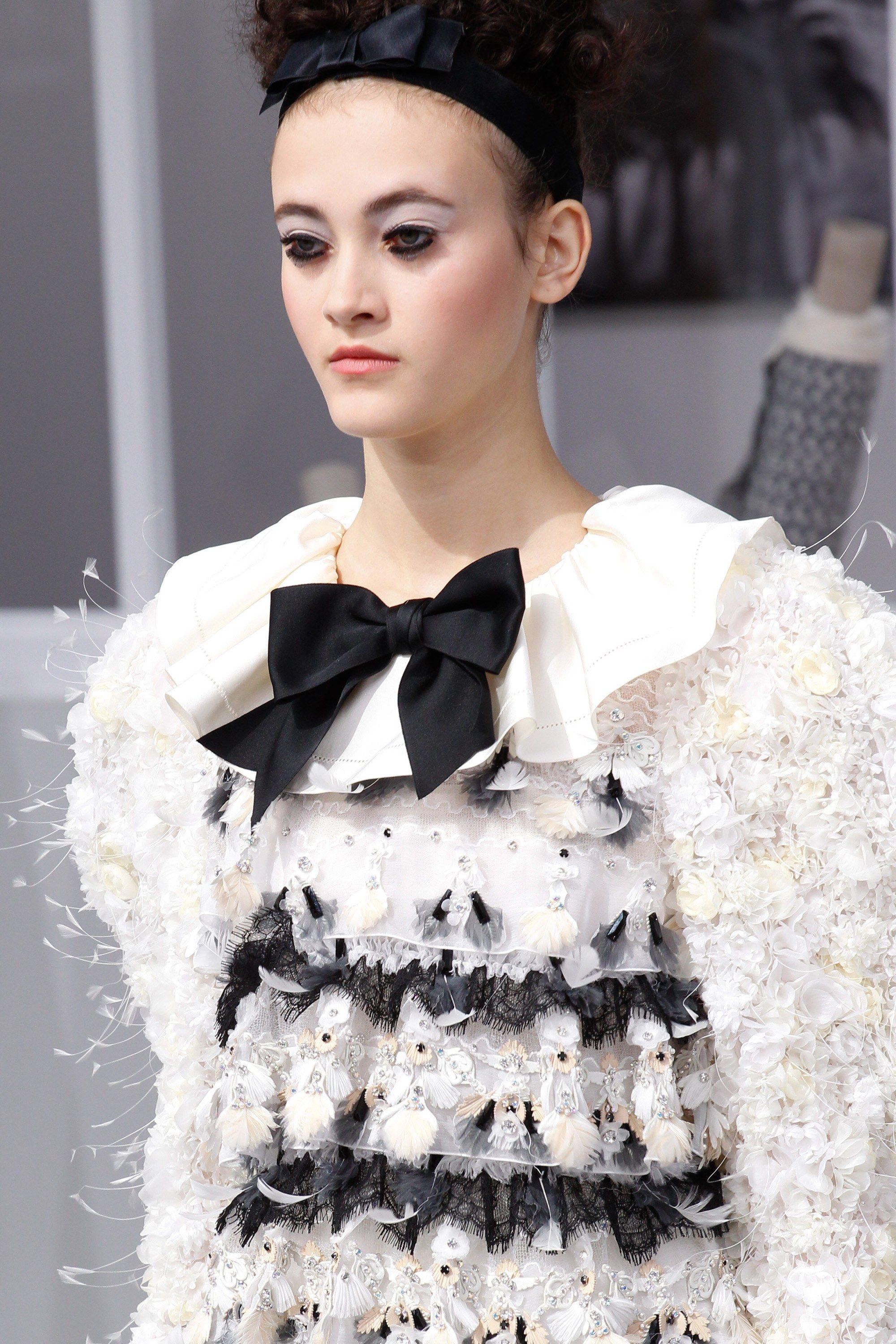 See the complete Chanel Fall 2016 Couture collection.