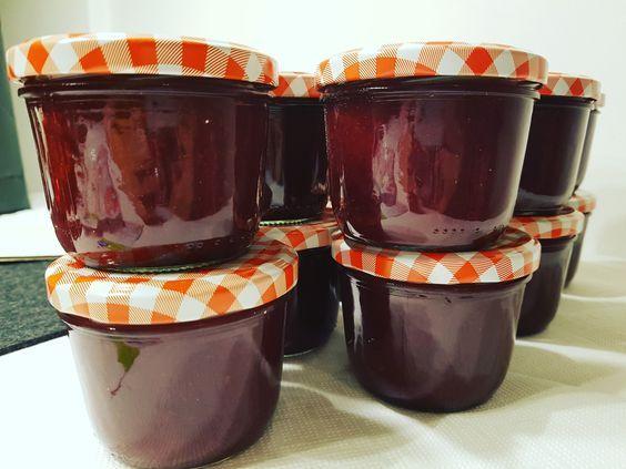Glüh-Kirsch-Marmelade - ein perfektes Weihnachtsgeschenk