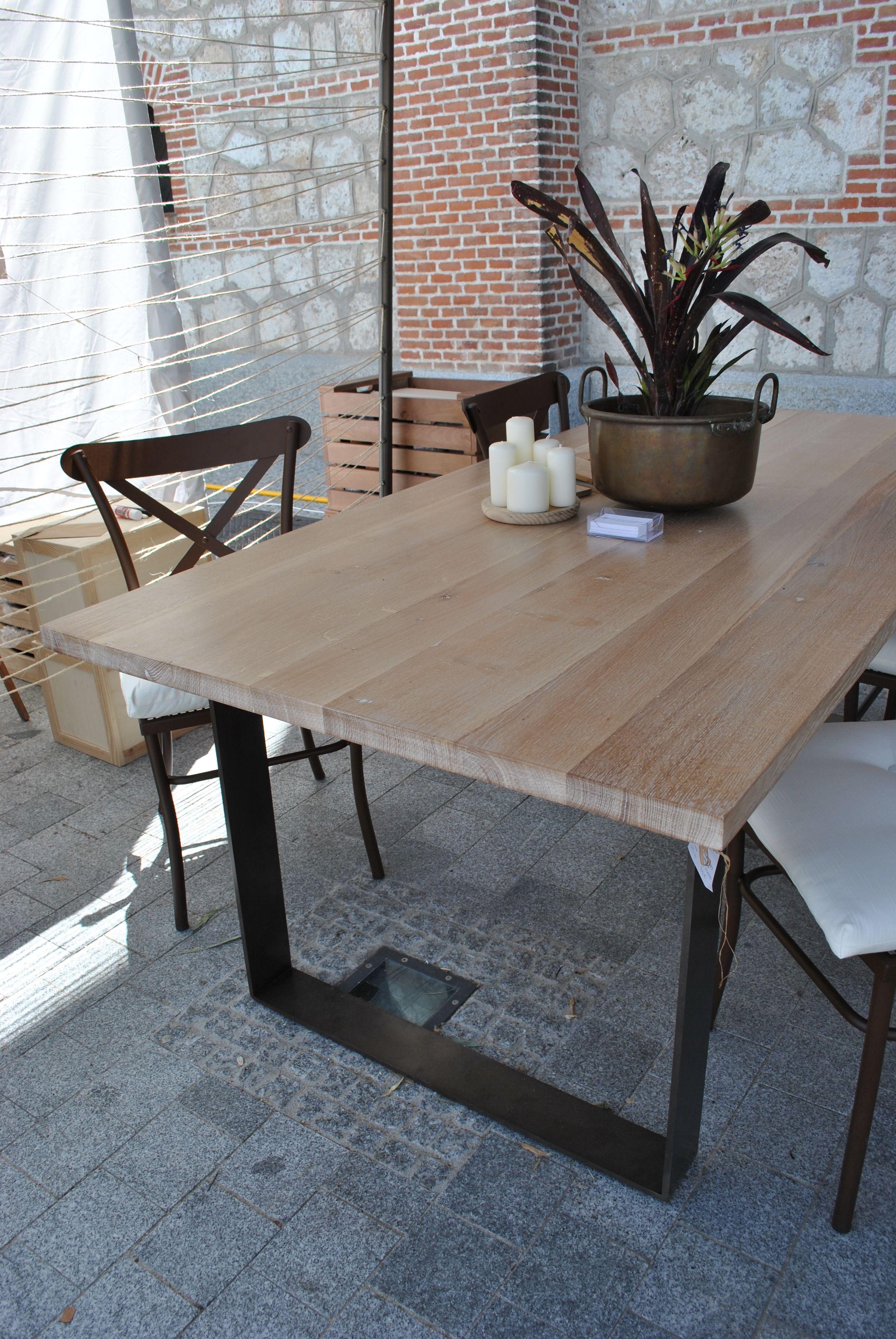 Mesa madera de roble macizo y estructura met lica - Mesas de arquitectura ...