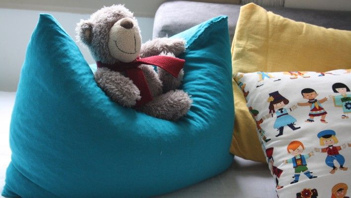 DIY Recycled Tshirt pillow http://colorandlove.com/recycled-t-shirt-pillows/