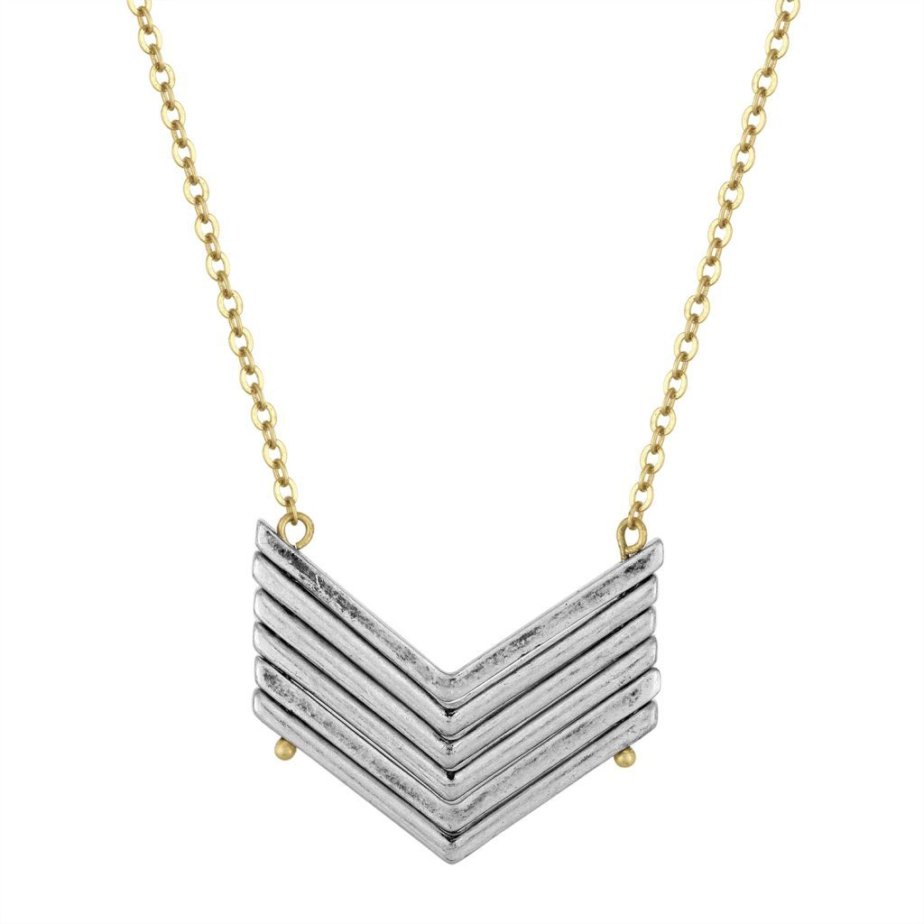 Elevate your style with this boho chic necklace, featuring