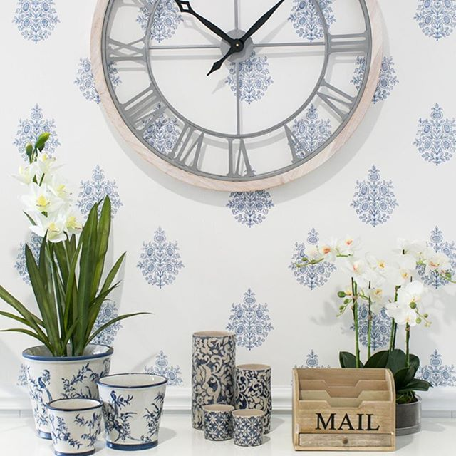 The Ashton Timber Metal Wall Clock Is A Large Size Which Is Not Restrictive Or Overly Chunky On The Wall Beach Style Clocks Hamptons Style Metal Wall Clock