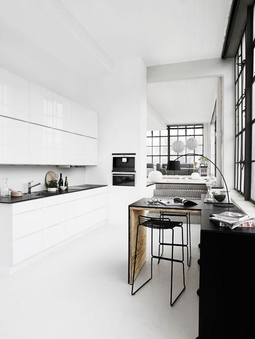 Inspiring kitchens from Kvik | Küche schwarz, weiße Küchen und ...