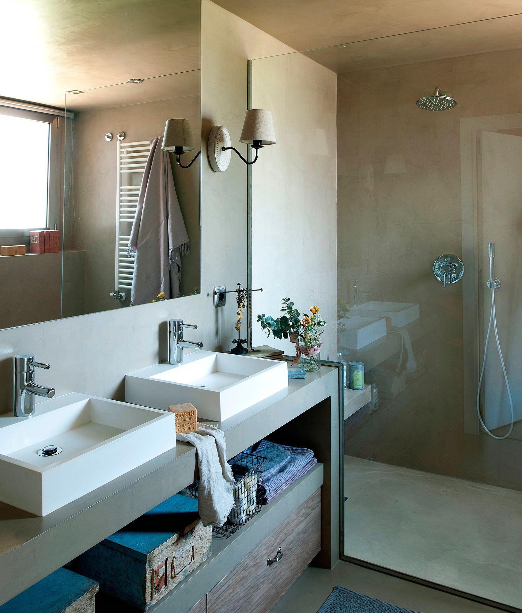 Siempre al un sono en 5 5 m2 bathrooms ba o for Pared de bano de concreto encerado