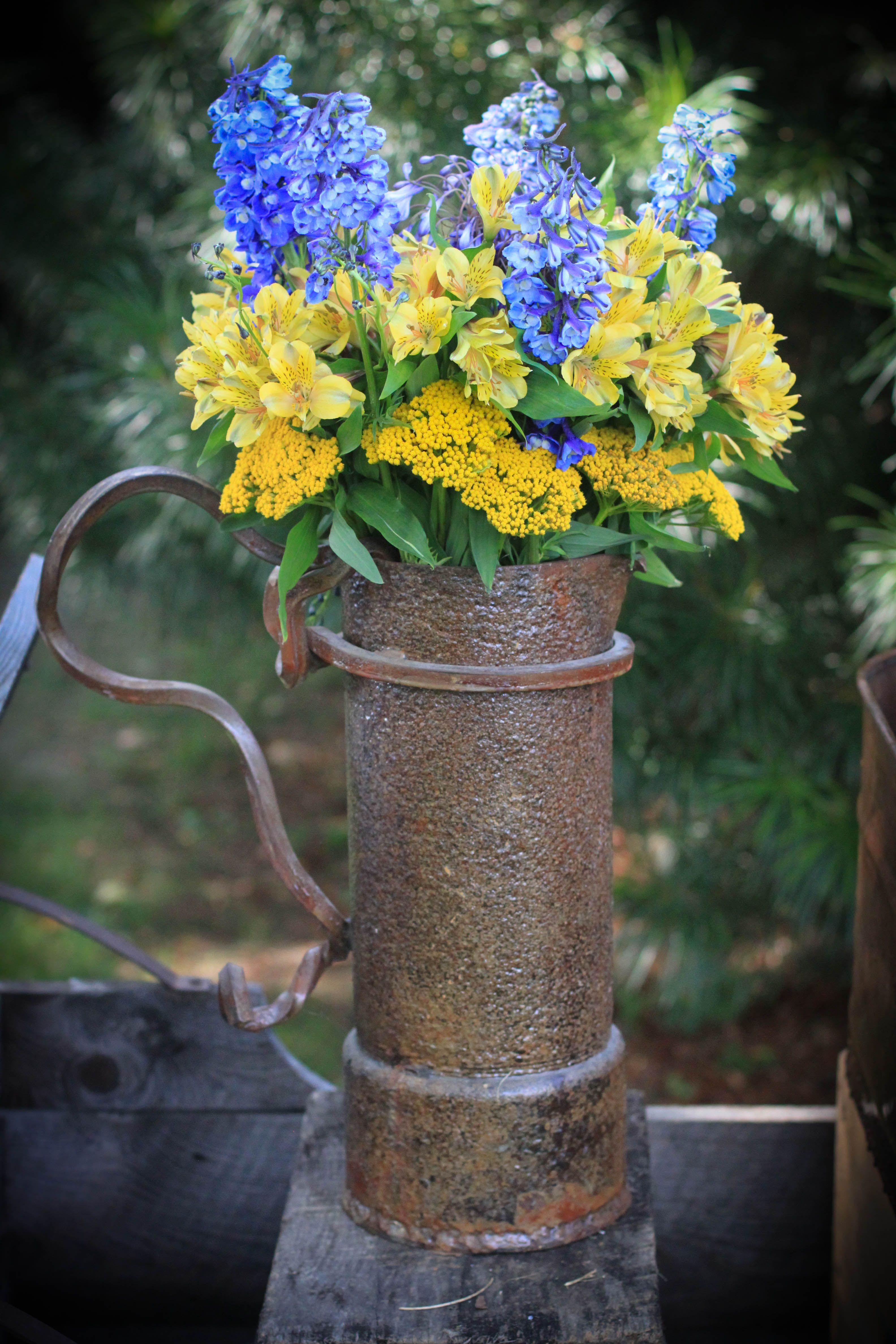Yellow + blue flowers #wedding