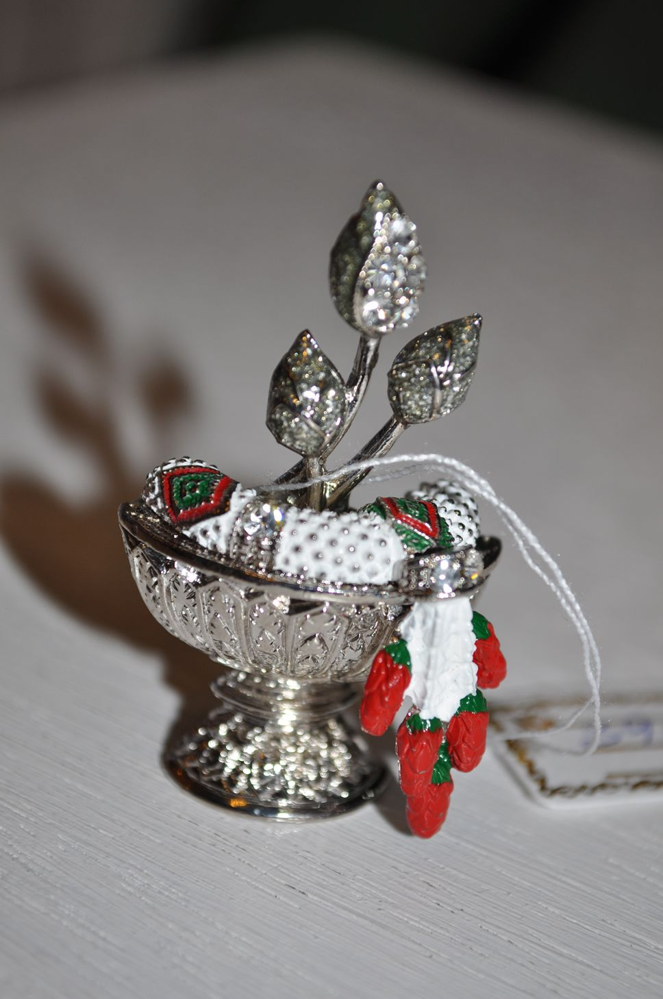 Cool Brooch... http://crisantemo.co/product-category/accessories/