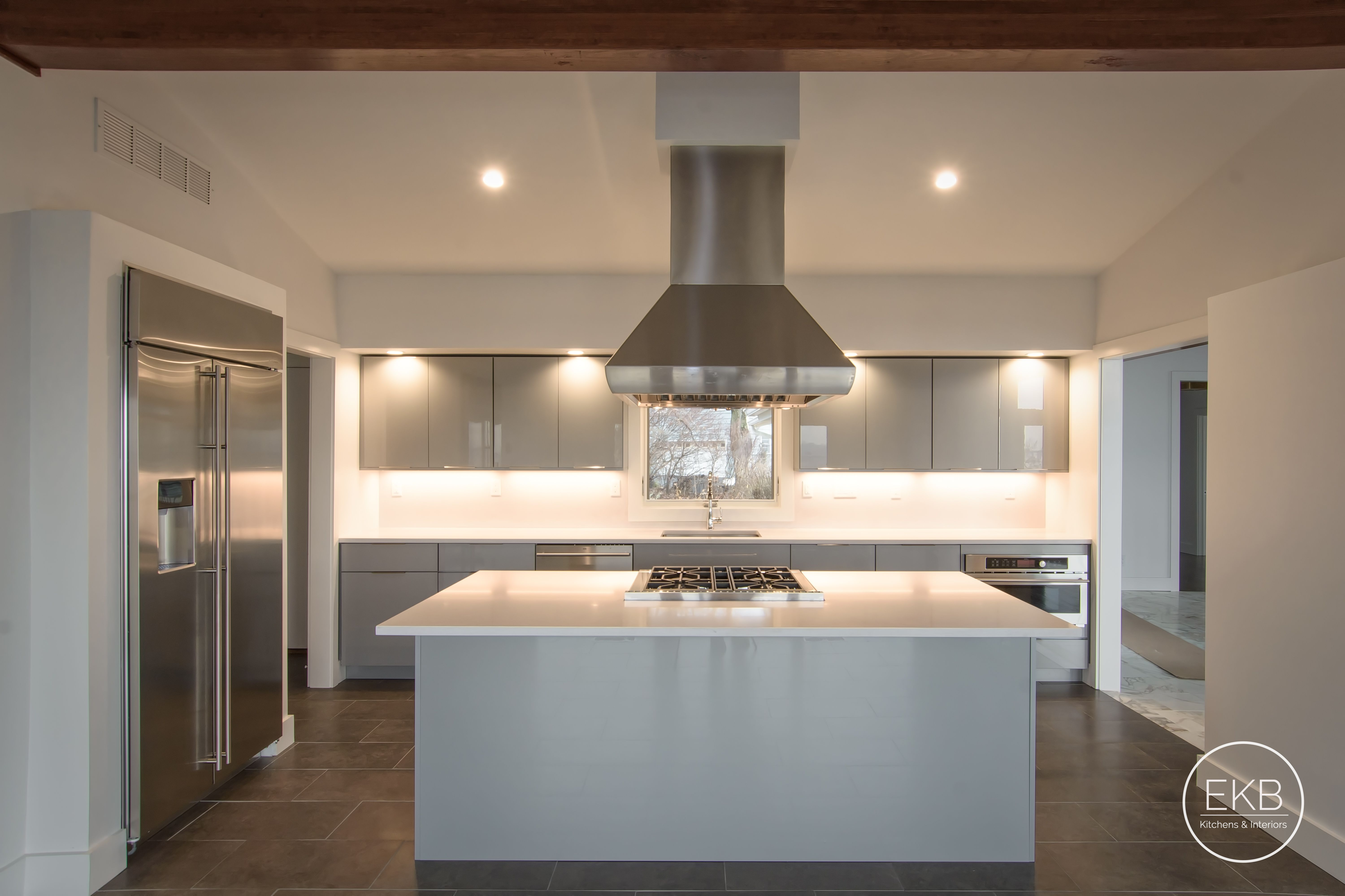 Eclipse Frameless Cabinetry Metropolitan Door Style In Gabbiano And White North Silestone Installing Kitchen Cabinets Kitchen Design Frameless Cabinetry