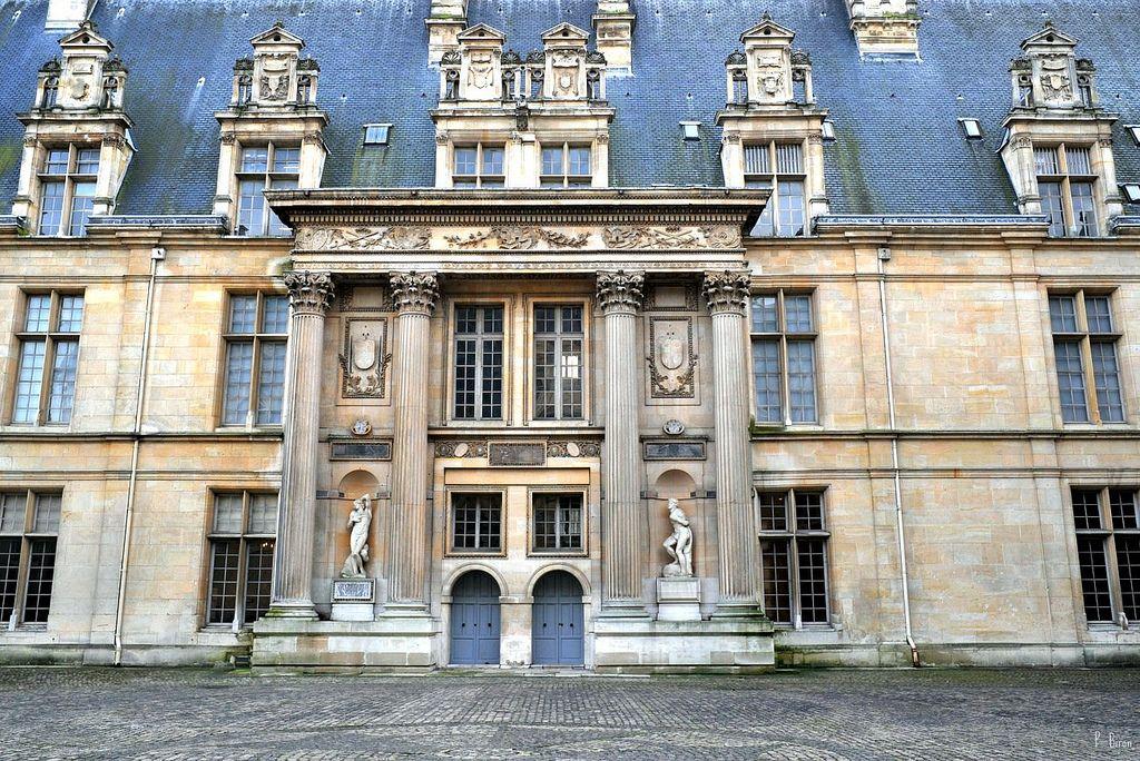 Aile Sud De La Cour Du Chateau D Ecouen Val D Oise House