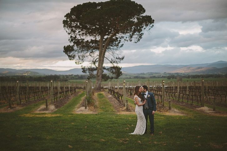 Glamours winter-styled winery wedding in the valley | fabmood.com #valleywedding #glamorouswedding #winterwedding