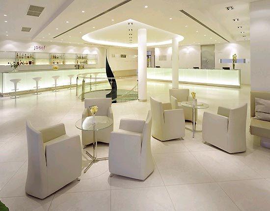 White Hotel Lobby Google Search Hotel Lobby Design Hotel Interior Design Contemporary Hotel