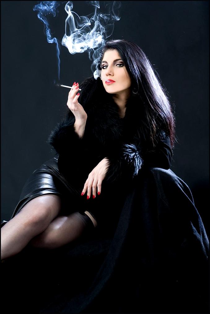 sexy-elegant-smoker