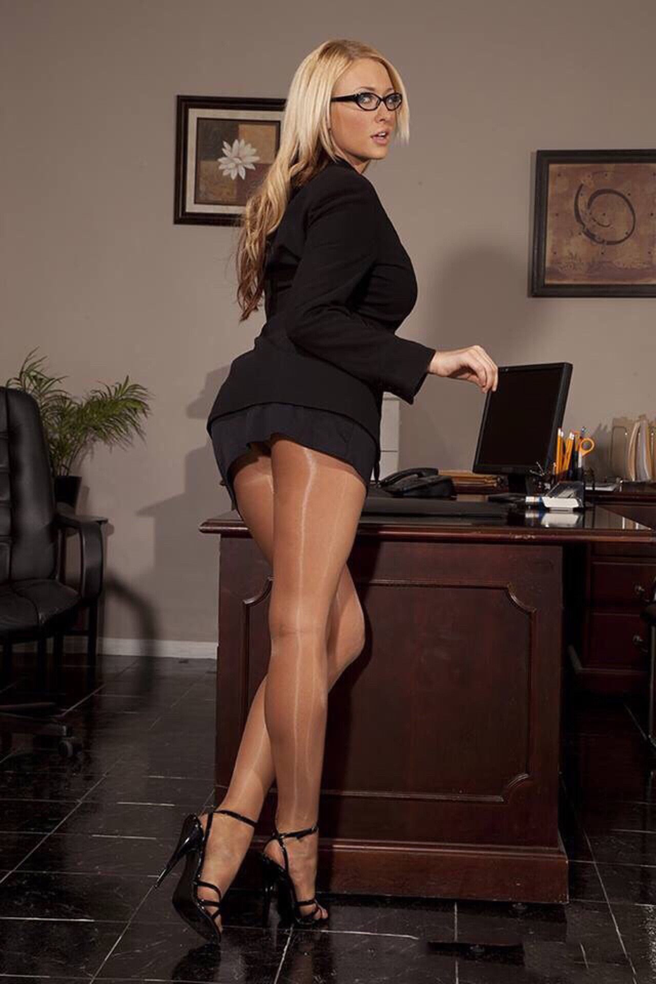 Love Of Pantyhose To