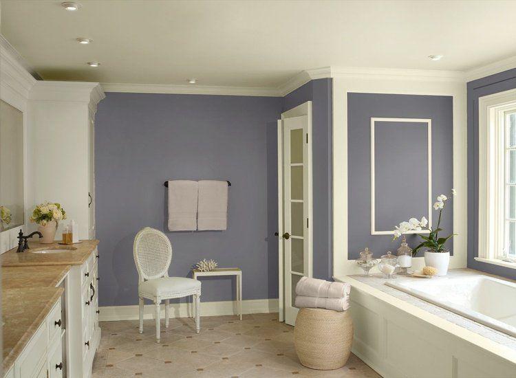 salle de bain bicolore avec peinture lilas et meubles blancs - Salle Couleur Peinture Noisette Et Blanc