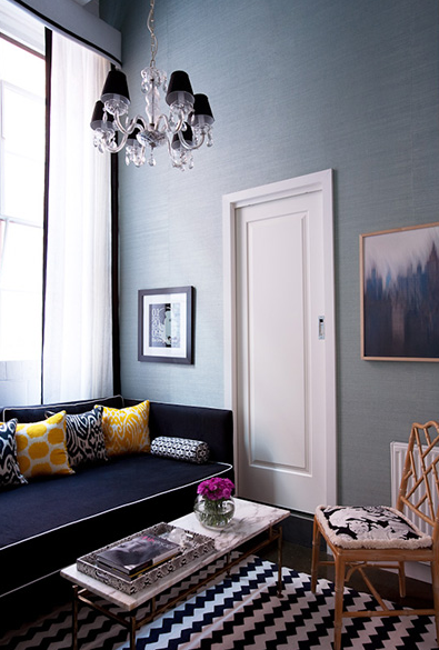 Cool designer alert Diane Bergeron! Sala de estar azul