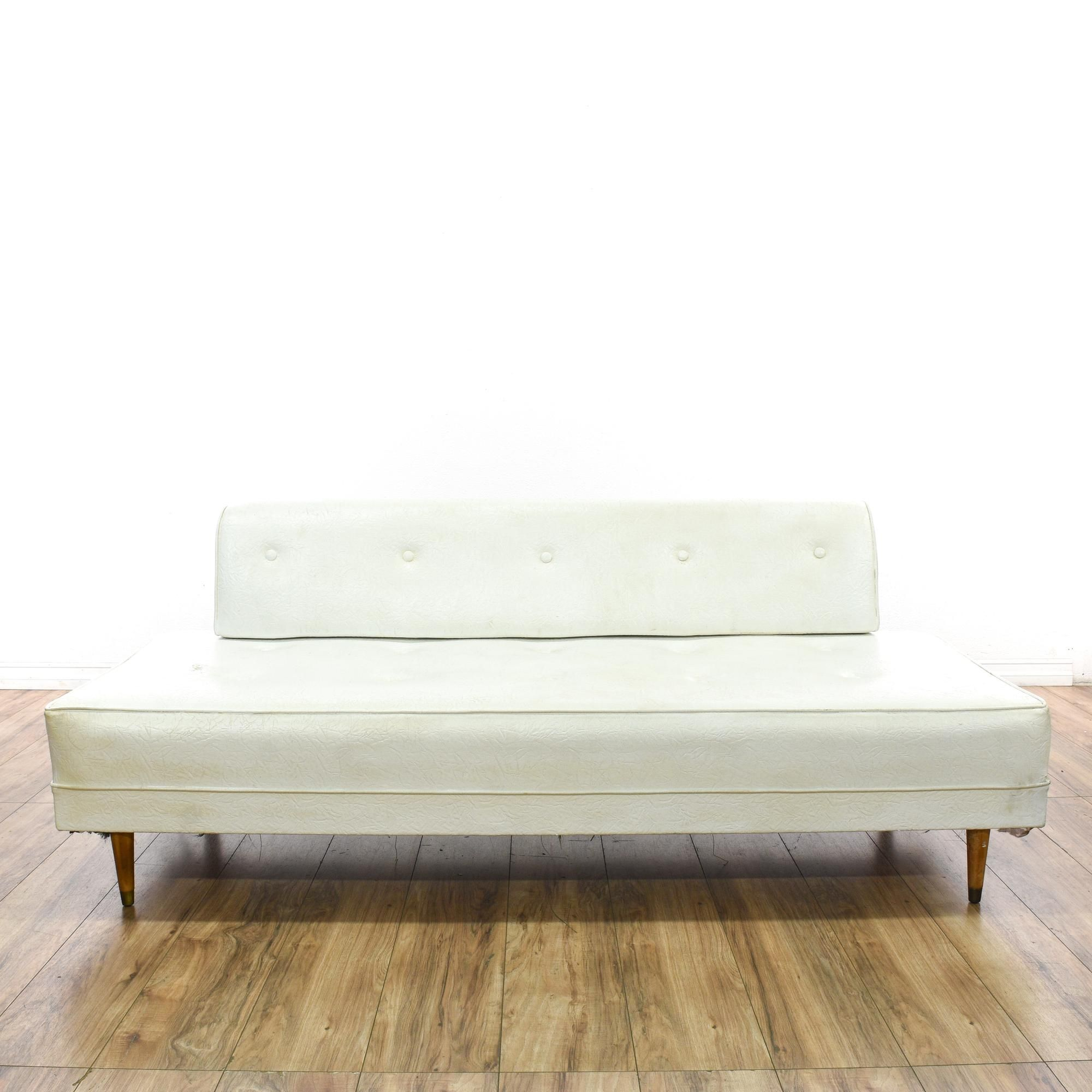 This Mid Century Modern Daybed Sofa Is Upholstered In A Durable Vinyl With A White Faux Leather Finish This Bench Loveseat Ha Daybed Sofa White Sofas Sofa Bed