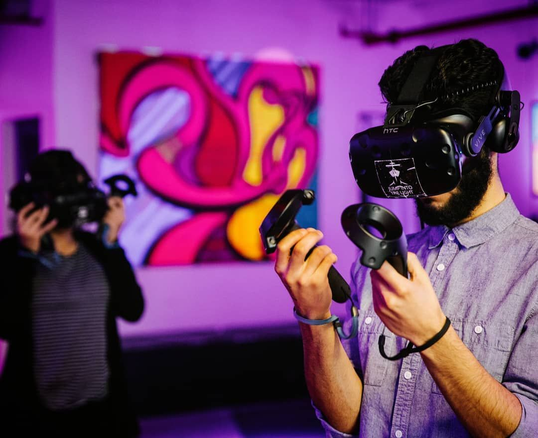Lose yourself in dream worlds of virtual reality! All day