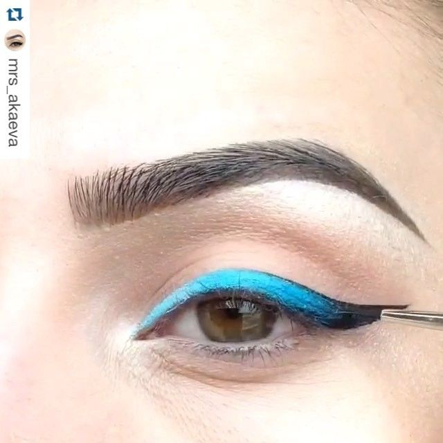 Love it!!!  Press Play  #Repost @mrs_akaeva with @repostapp. ・・・ ombre wing press ▶️▶️▶️ ✔️blue liner #inglot  87 ✔️at the beginning I mixed a white pencil #nyx with blue eyeliner ✔️black liner #viviennesabo ✔️lashes @ardell_lashes 117 ✔️brush #mac 210