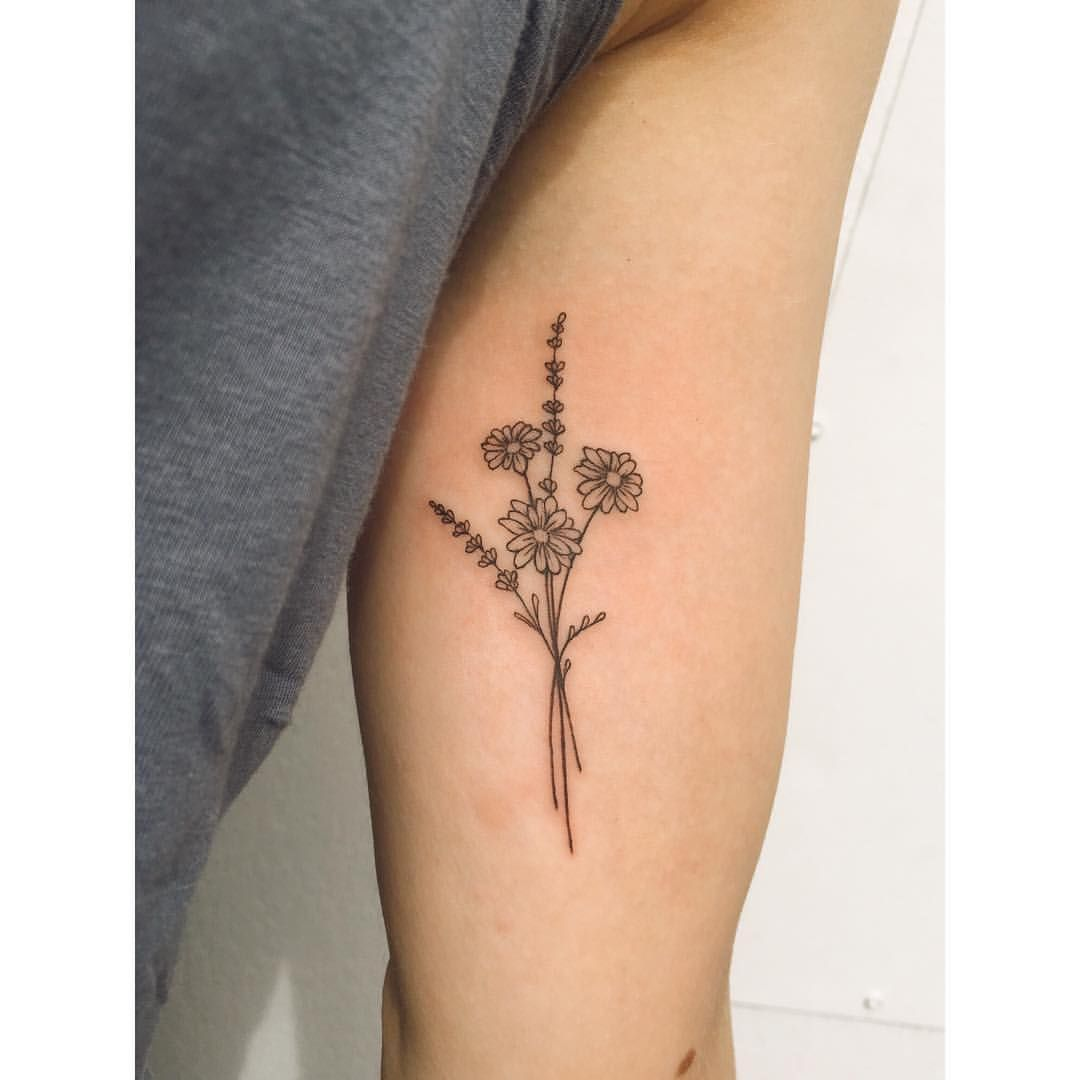 Two Small Daisies Lavender Bunch Daisies Because They Are My Fave Lavender To Remind Me To Stay Calm Lavender Tattoo Tattoos Bouquet Tattoo
