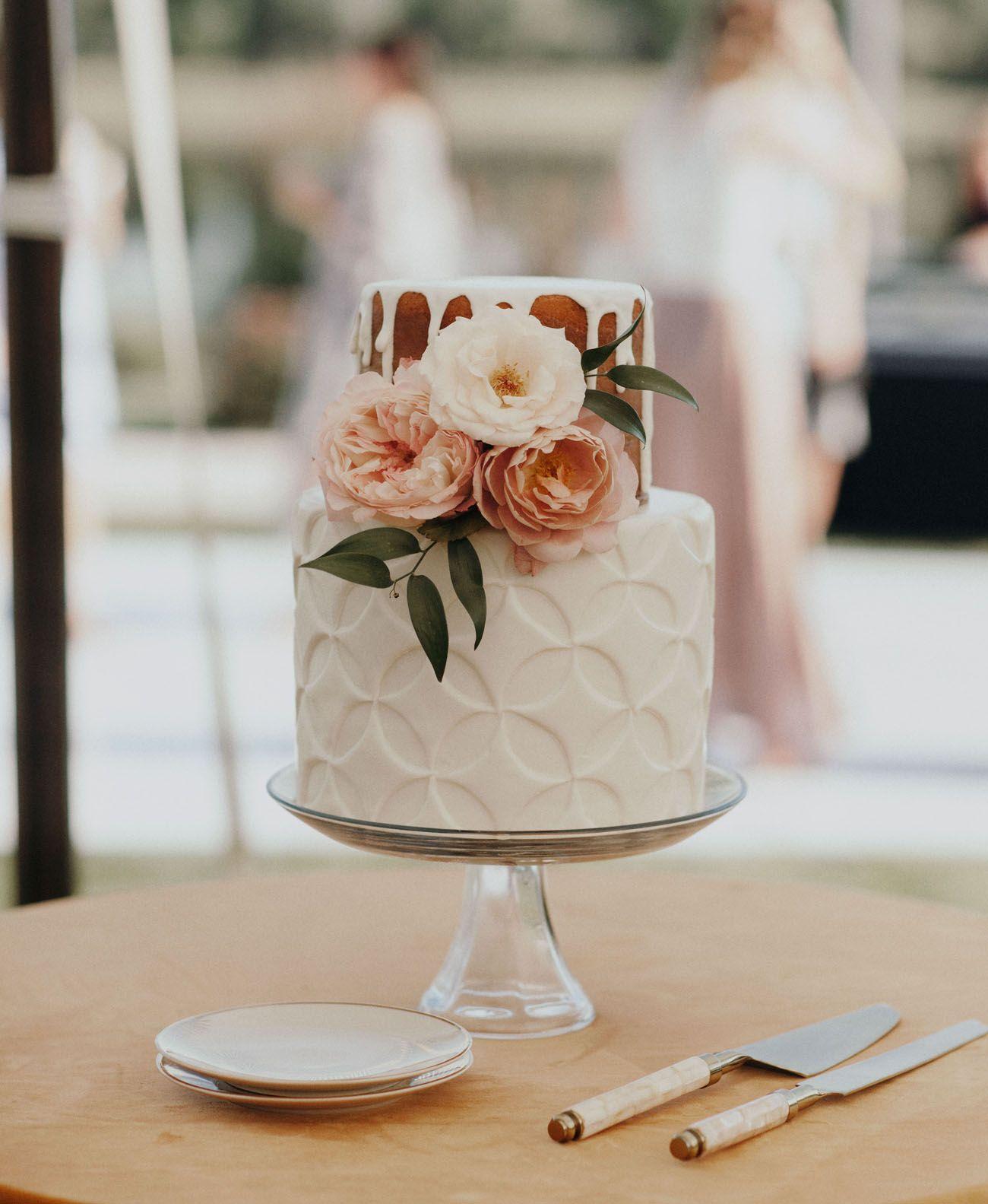 Take Me On Vacay Modern Meets Tropical Lakeside Wedding Copper Wedding Cake Wedding Cakes Vintage Minimalist Cake Design Simple