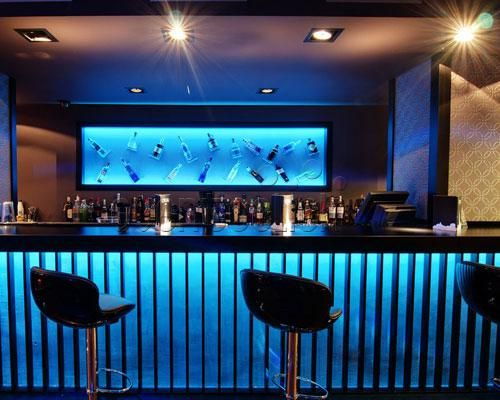 Decoracion de bares modernos good morfar ginko guapos y for Decoracion bares modernos