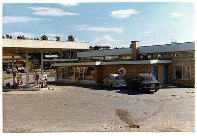 """Akershus fylke Eidsvoll kommune Mobilstasjonen """"Utvidet og åpnet for selvbetjening 03.07.1972"""