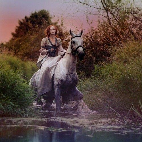 La fille au chignon Arte fantasia, Cavalos e Arte