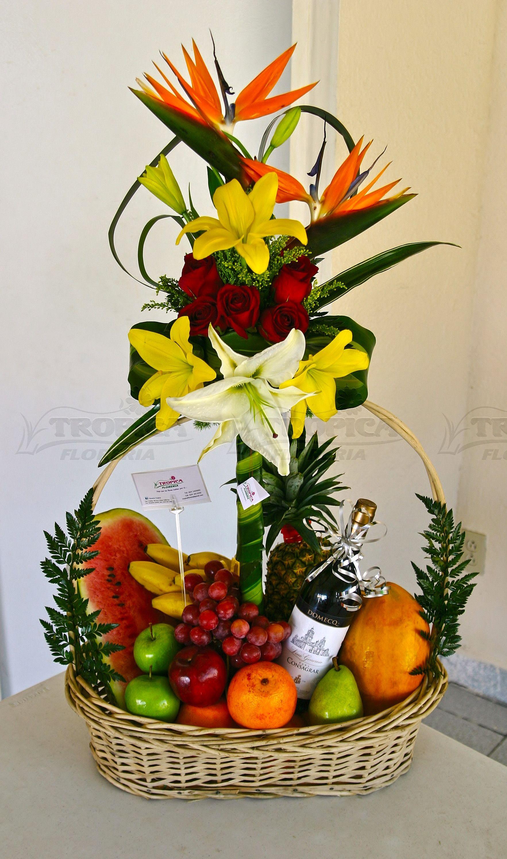 Arreglo de frutas con flores tropica floreria arreglos florales floral arreglos y - Cuchillos para decorar fruta ...