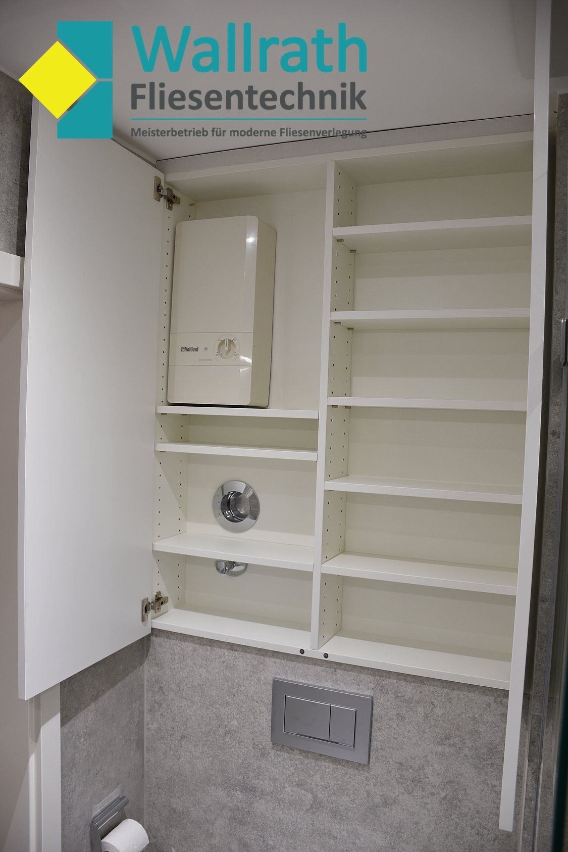 Komplettbad Sanierung Eines Badezimmers Auf Kleinstem Raum Hat Alles Seinen Perfekten Platz Und Es Bietet De Einbauschrank Einbauschrank Badezimmer Badezimmer