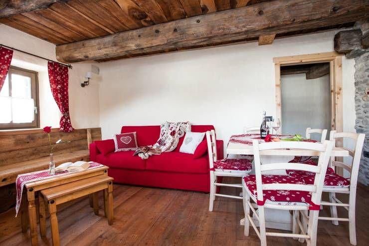 Realizzazione divani per alberghi di montagna: Soggiorno ...